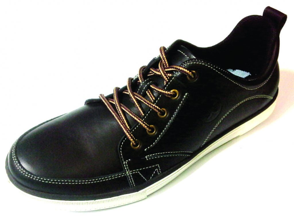 Sepatu kulit kasual pria